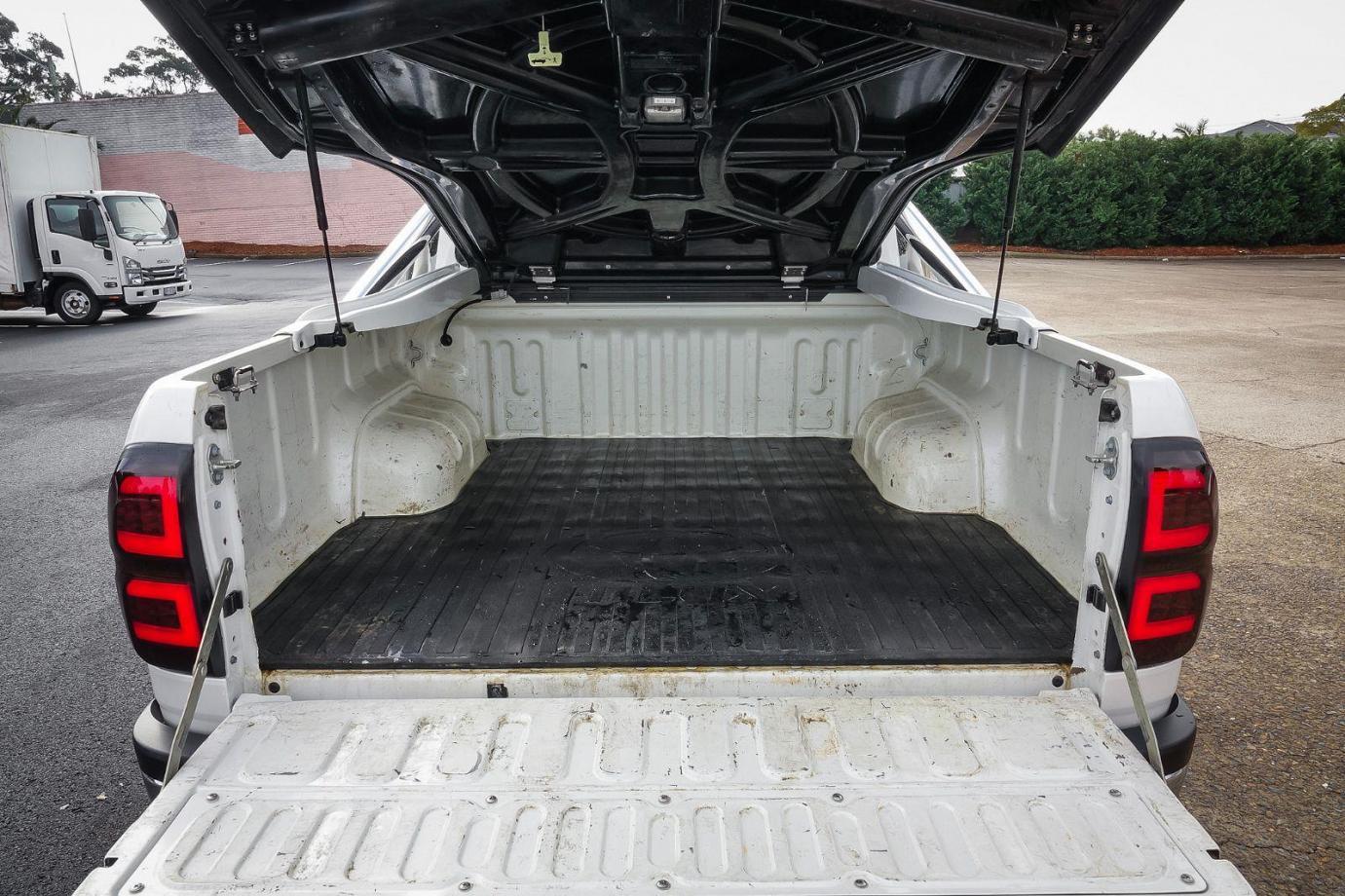 2015 Toyota Hilux GUN126R SR5 Utility Double Cab 4dr Spts Auto 6sp 4x4 925kg 2.8DT